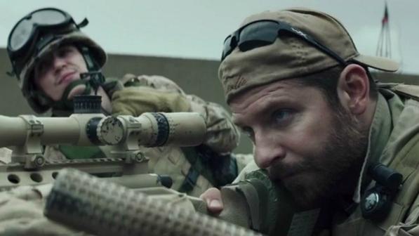O-ator-Bradley-Cooper-em-cena-do-filme-American-Sniper--size-598