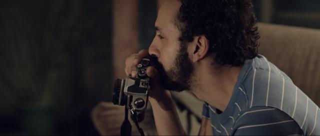 Permanencia-Irandhir-segurando-camera1