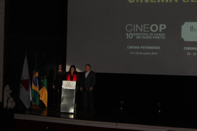 Cerimônia de Abertura: Os anfitriões. Da esquerda para direita: Fernanda Hallak, Raquel Hallak e Ângelo Oswaldo (foto: Sonia Rocha)