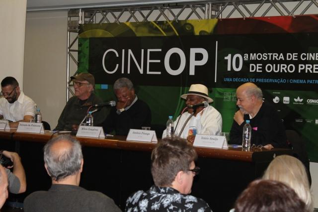 Mesa de Debate; O Negro em Movimento. da esquerda para direita: Maurício Gonçalves, Antônio Carlos Fontoura, Milton Gonçalves, Antônio Pitanga e Inácio Araújo. (foto: Sonia Rocha)