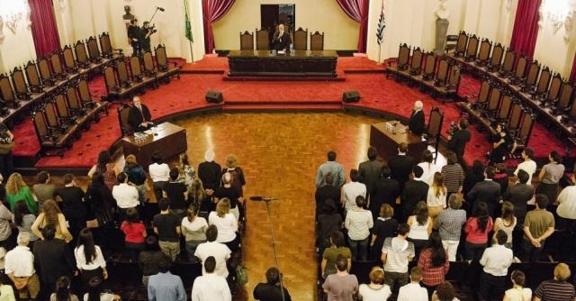 08ago2013-o-juiz-de-direito-jose-henrique-torres-preside-tribunal-do-juri-simulado-durante-as-gravacoes-do-longa-metragem-orestes-na-facu