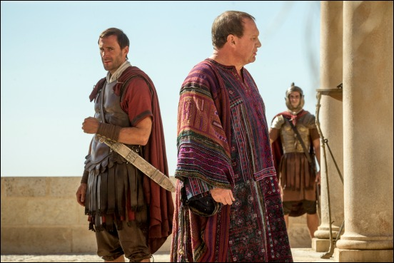 Pilate (Peter Firth) and Clavius (Joseph Fiennes) discuss the failure to discover Jesus's body in Columbia Pictures' RISEN.